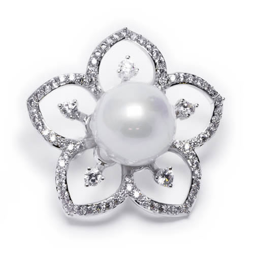 Brooch white rhodium plated with pearl of Majorca