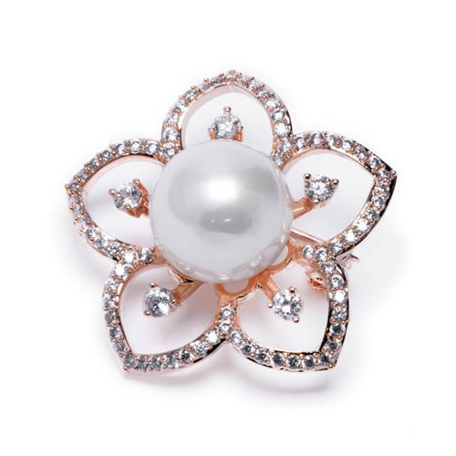 Brooch rose gold plated with pearl of Majorca in the shape of a flower