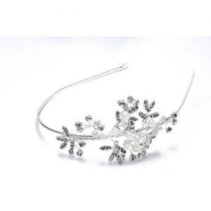 Imagen de la tiara Florecita plateada y perlita