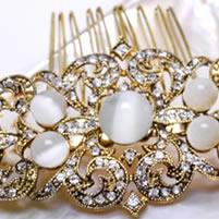 imagen con una peineta de la colección novias